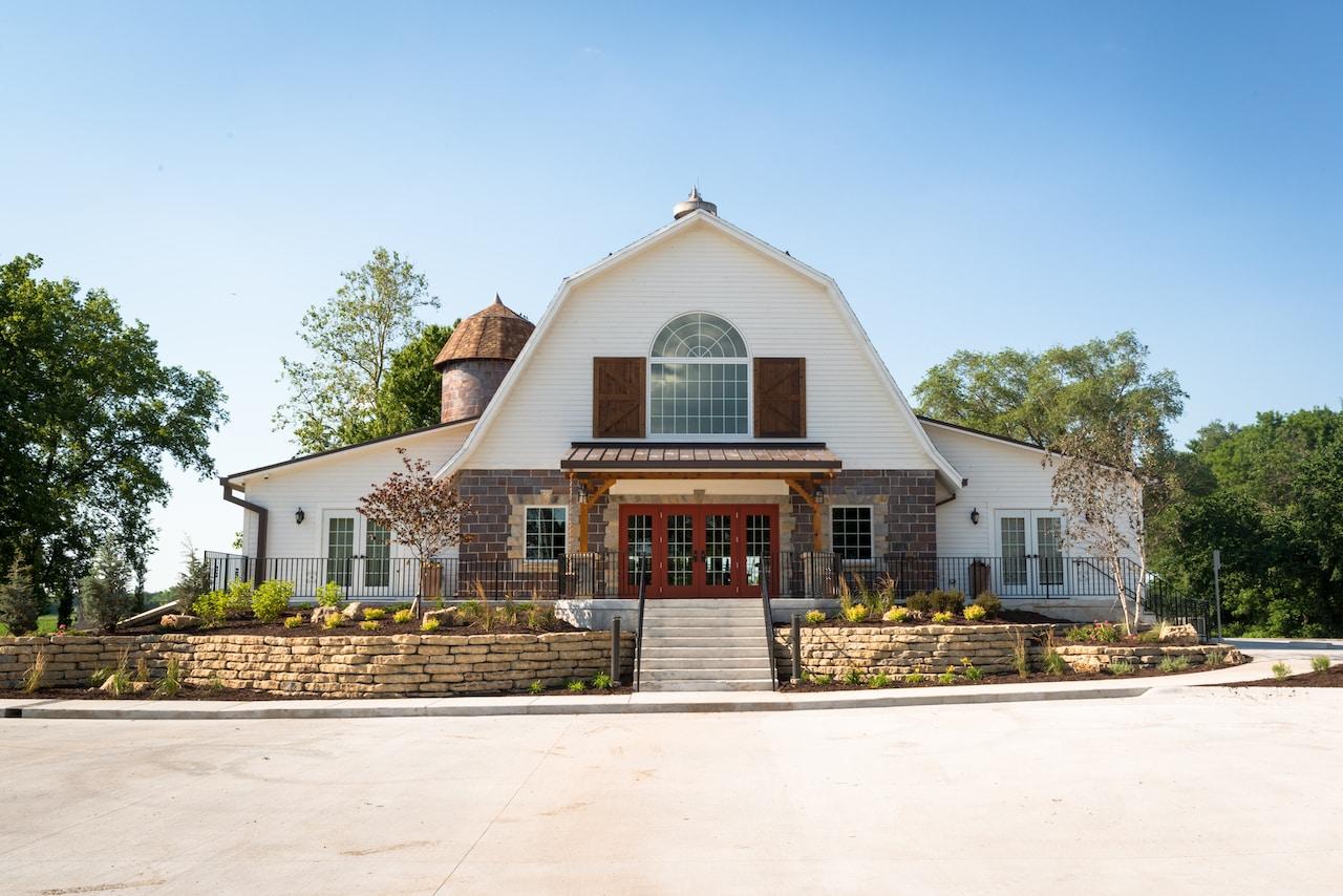 Brownstone Barn - Kansas City Wedding Barn