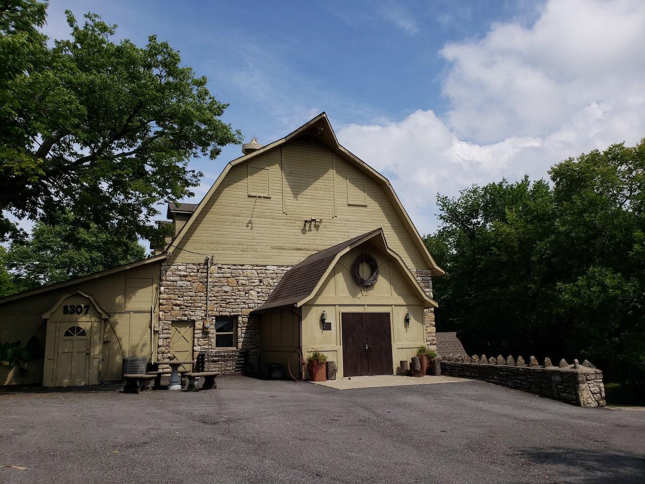 Yellowbrick Barn- Kansas City Wedding Barn
