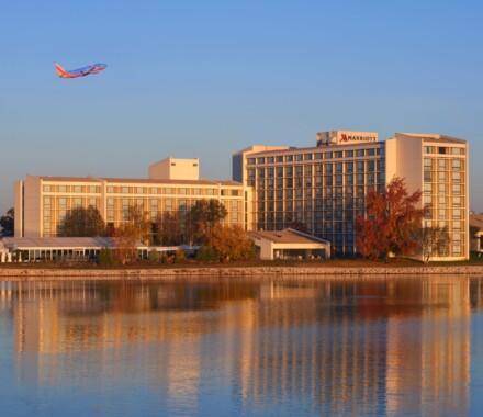 Marriott_KCI_Exterior_Full_Lake_Plane