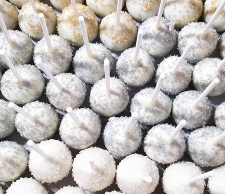 Crumbs and Confections Kansas City Wedding Cake Dessert pops