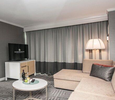 Intercontinental Hotel Kansas City Wedding Venue Plaza Accommodations suite