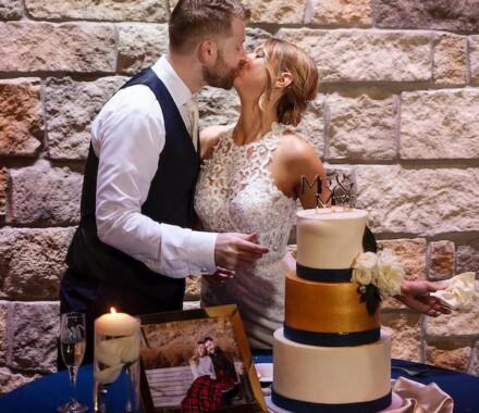 Netanya's Pix Photography Kansas City Wedding cake