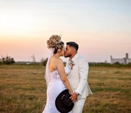Netanya's Pix Photography Kansas City Wedding kiss